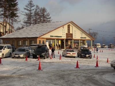 早朝のスキー場に到着