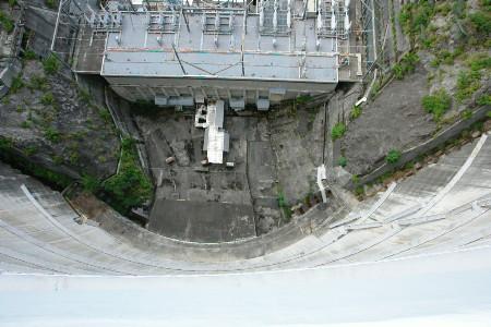 堰堤高131m