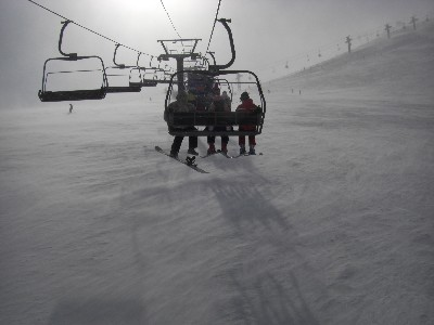 地吹雪の黒菱ゲレンデ