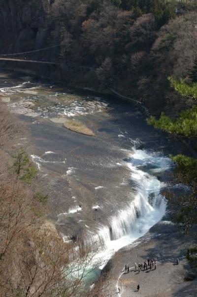 吹割の滝・遠景