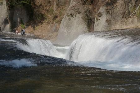 吹割の滝・近景