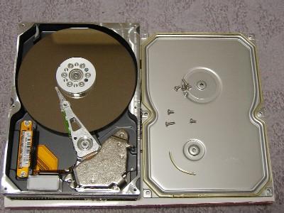 HDDの蓋を開ける