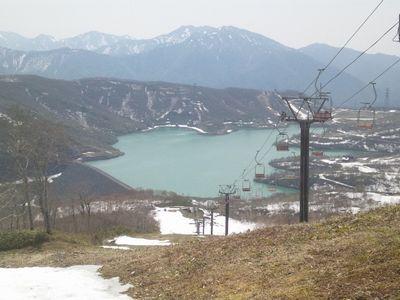 ジャイアントコース入り口から田代湖を望む