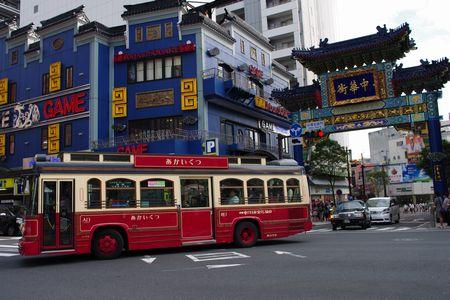 朝陽門とバス