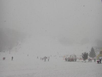 吹雪は止まず…