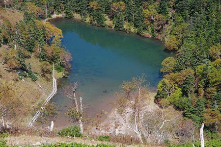 弥陀ヶ池を見下ろす