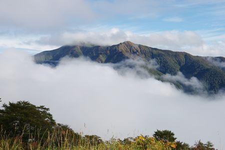 雲海に浮かぶ白髪門
