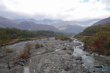 橋から白馬三山方面