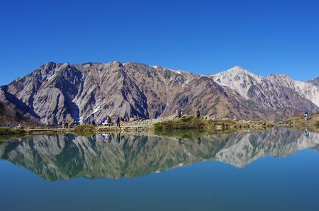 池面に映る山々
