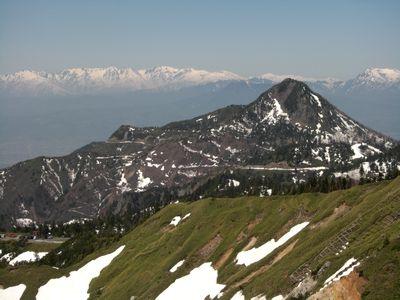 白馬三山を背景に笠ヶ岳