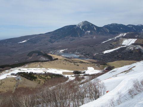 山頂から蓼科山と白樺湖