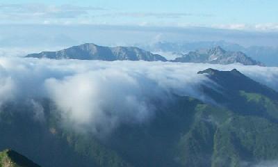 左が蓮華岳、右が針ノ木岳