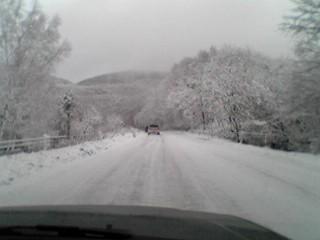今シーズン初の雪道